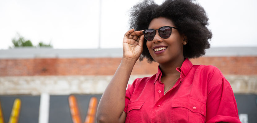 Woman wearing sunglasses and contact lenses